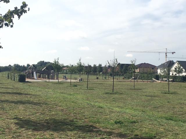 Spielplatz samt großer Grünanlage in Berlin-Biesdorf
