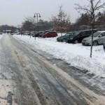 Winterdienst an der S-Bahn in Neuenhagen. Wo vorher Parplätze waren sind jetzt nur noch große Schneehaufen