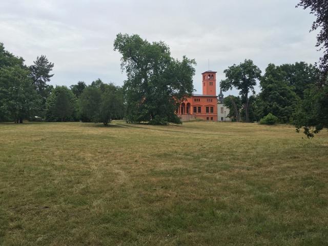 Ansicht Schloss Hoppegarten vom Lenné Park